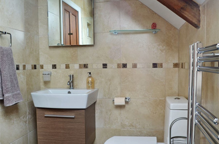 Kitchen fitters, bathroom installers company Cirencester Gloucestershire to Swindon Wiltshire